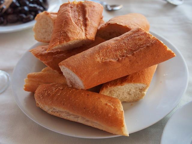 今日晚餐-一樣麵包先來
