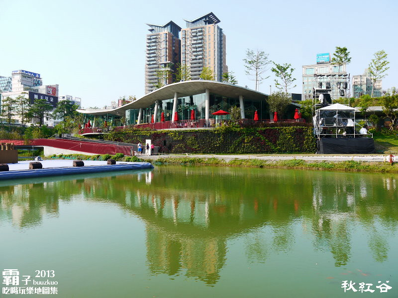 11268140483 1213d753af b - 秋紅谷廣場,獨特的下凹式生態景觀公園,台中新一代的熱門景點。
