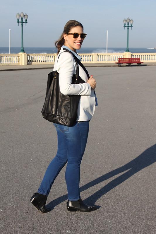 look de embarazada_segundo_trimestre_como_vestir_embarazada_en_invierno_botines_it_shoes_jeans_premama_zara_blazer_smoking_zara_bolso_it_shoes_camisa_de_jeans_abercrombieandfitch_anillo_bulgari5