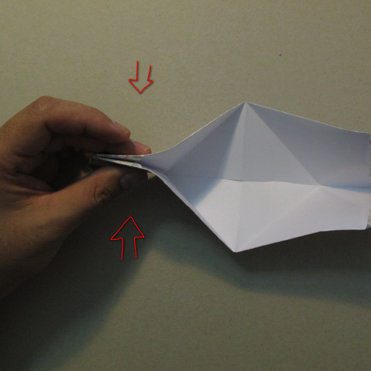 วิธีการพับกระดาษเป็นรูปหัวใจ 010
