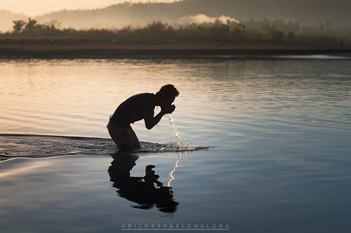 life morning man water silhouette sunrise river photography early pentax drink philippines drinking photojournalism fresh tamron tranquil visayas 写真 사진 摄影 фотография リコー ペンタックス 펜탁스 borongan easternsamar 宾得 理光 리코 pentaxph