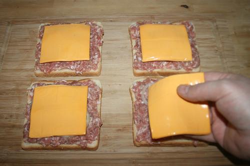 09 - Käse auflegen / Add cheese