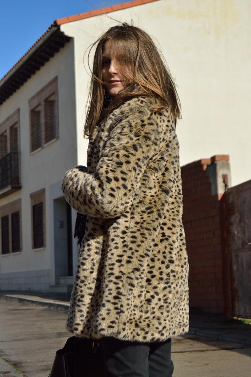 lara-vazquez-madlula-blog-faux-fur-coat-leopard