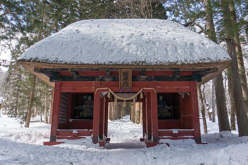 Zuijinmon Gate by peaceful-jp-scenery