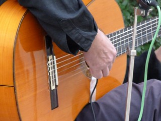 Tocando la guitarra en Sevilla