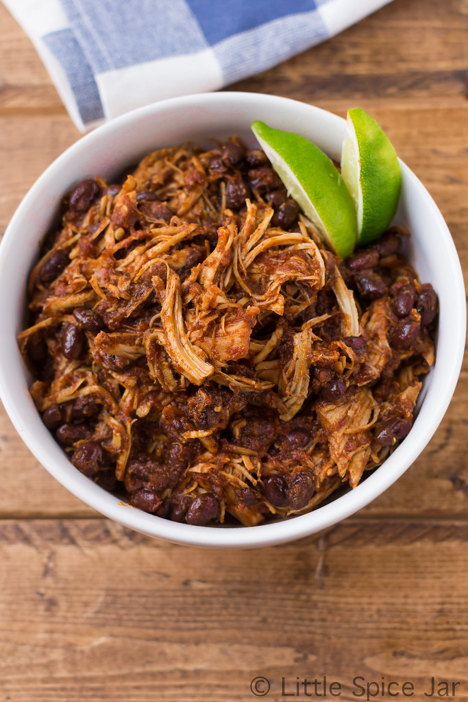 EASY SLOW COOKER SALSA CHICKEN WITH BLACK BEANS