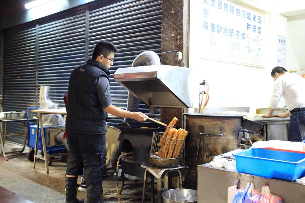 20150131萬華-萬姓公旁燒餅、油條 (4)