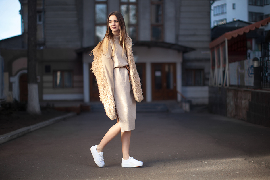 how-to-wear-sweater-dress-outfit-ideas-white-sneakers