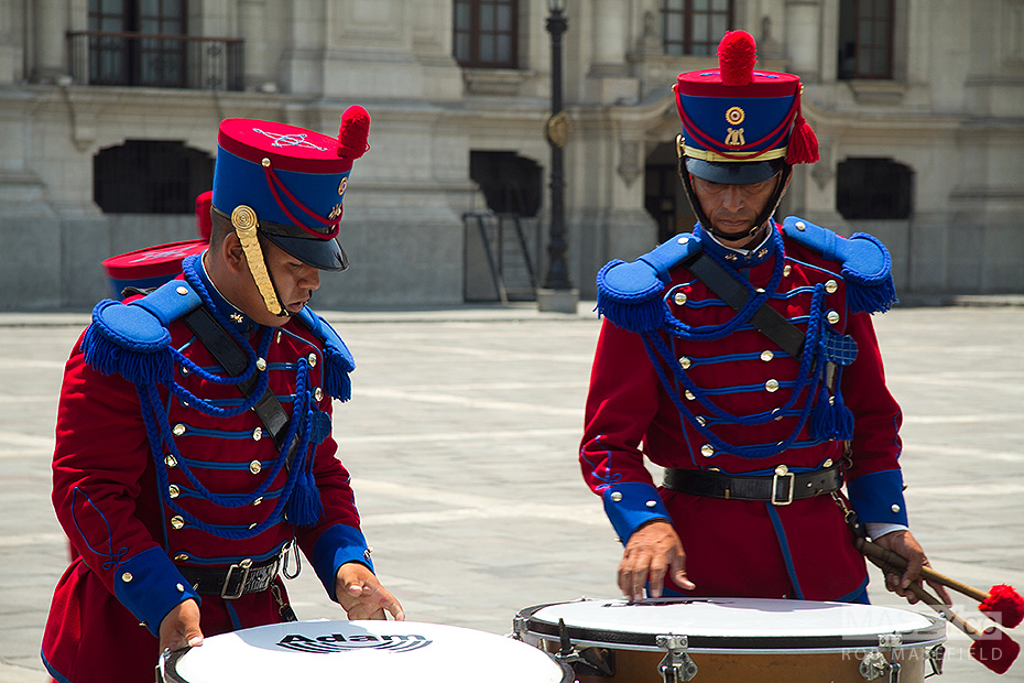 Setting up in the forecourt of Lima's 'Palacio de Gobierno'.