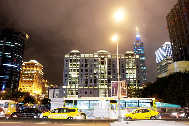 pretty view of taipei city hall
