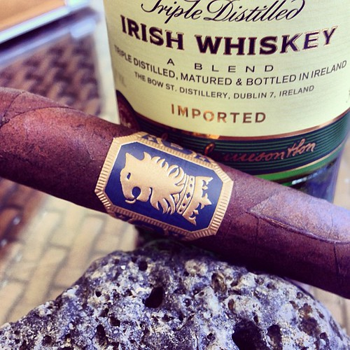 A little @drewestatecigar Undercrown and Jameson for an afternoon break.
