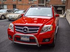mercedes-benz glk-class(0.0), automobile(1.0), automotive exterior(1.0), sport utility vehicle(1.0), mercedes-benz gl-class(1.0), wheel(1.0), vehicle(1.0), automotive design(1.0), mercedes-benz(1.0), crossover suv(1.0), grille(1.0), compact car(1.0), bumper(1.0), land vehicle(1.0), luxury vehicle(1.0), vehicle registration plate(1.0),