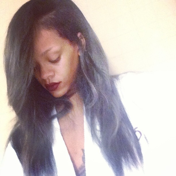 rihanna-gray-hair (3)
