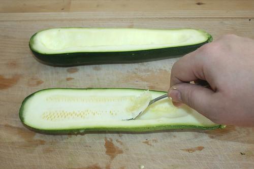 28 - Zucchini aushöhlen / Hollow out zucchini