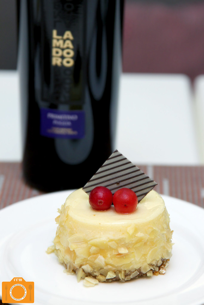 The Cake Club Lamodoro Primitivo and Baked Cheesecake