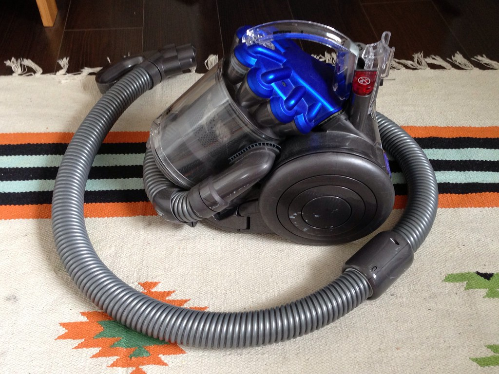 Vacuum cleaner Dyson DC-26 ¥15000