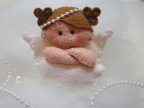 ♥♥♥ Uma anjinha pequenina para o prendedor de chupeta que a Nônô irá usar no dia do seu batizado... by sweetfelt \ ideias em feltro