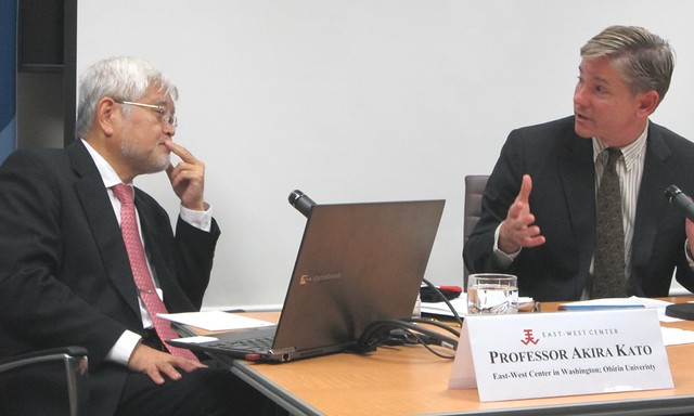 Experts on the US-Japan relationship, Professor Akira Kato (left) and Dr. Andrew Oros (right), discuss professor Kato's research on periods of crisis in the US-Japan alliance at the East-West Center in Washington.