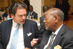 Denis CHEMILLIER-GENDREAU, Vice Président de CONTINENTAL Ré, et le Président du Conseil