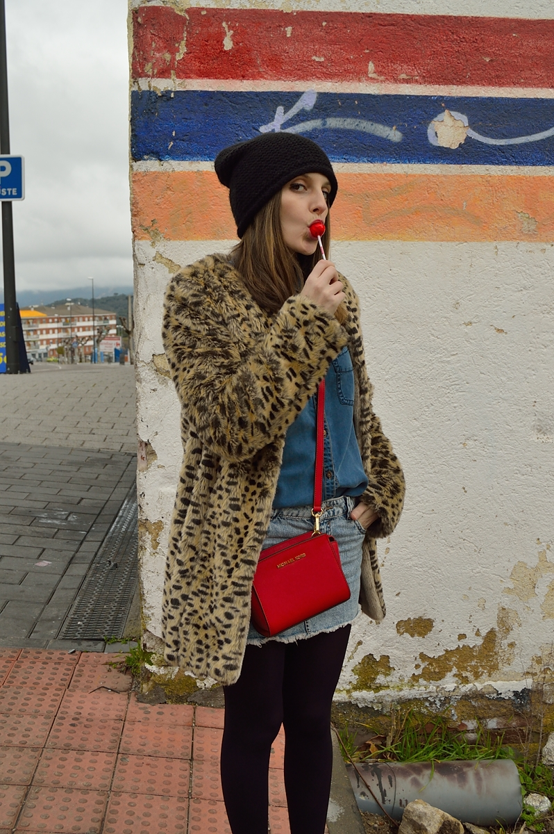 lara-vazquez-madlula-blog-lepard-coat-red-detail-denim-look