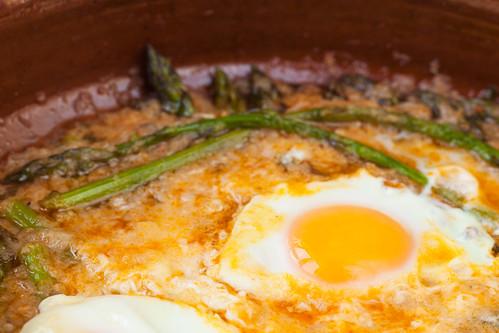 Espàrrecs-cuinats-amb-ous-escalfats-2
