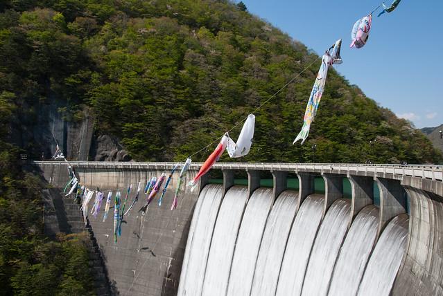 鳴子ダム(Naruko Dam)鯉のぼりとすだれ放流/宮城県大崎市鳴子温泉 2014年5月6日