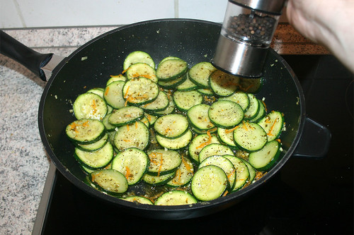 28 - Mit Pfeffer & Salz abschmecken / Taste with pepper & salt