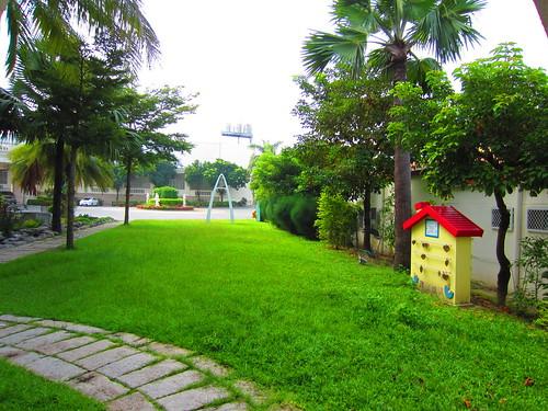 台南餐廳推薦_公司行號聚餐好選擇:台南商務會館_飯後散步的草地