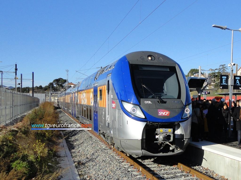 Un Regio 2N (rame 013L SNCF de la Région PACA) en gare d'Aubagne