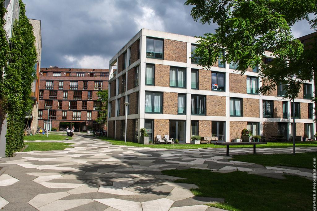Амстердам. На переднем плане коммерческое жильё, а на заднем — социальное.
