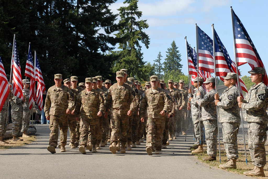 Final homecoming flights for 4th SBCT bring home 600 troops, brigade leadership [Image 3 of 5]