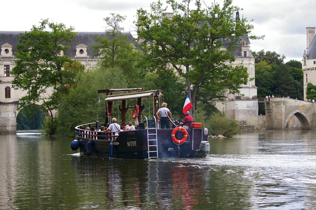 Paseo fluvial frente al castillo de Chenonceaux. Autor, Daniel Jolivet