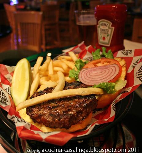 GrandHyatt SportsBar Burger