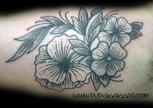 Tatuaje Flores. Pupa Tattoo Granada. by Marzia PUPA Tattoo