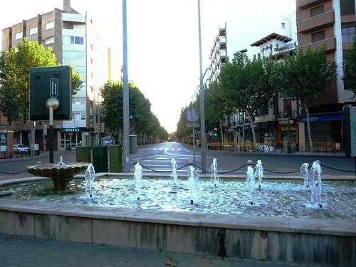 Springbrunnen an der Plaza Colon vor dem Boulevard