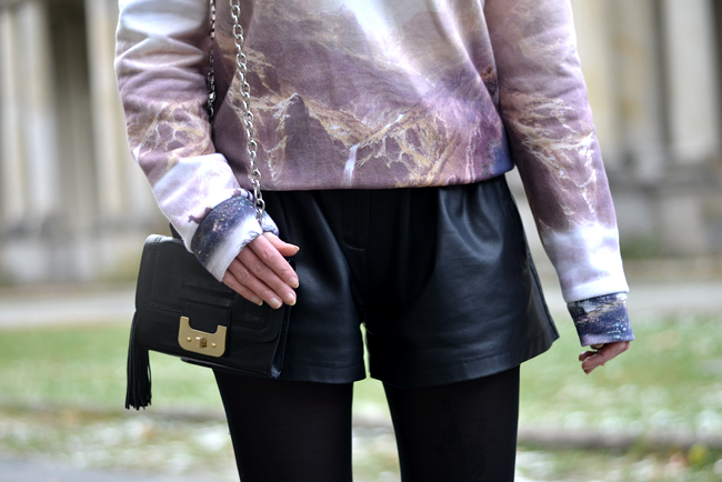 Breaking Rocks Blogger Outfit Landscape Sweatshirt CATS & DOGS Berlin blog 7