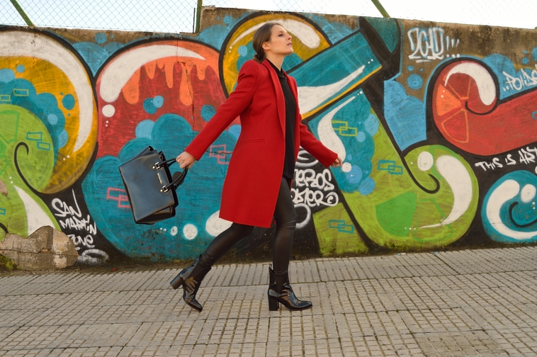 lara-vazquez-madlula-blog-red-coat-black-outfit