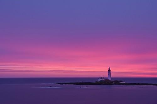 longexposure lighthouse sunrise dawn coast day cloudy northeast stmarys whitleybay