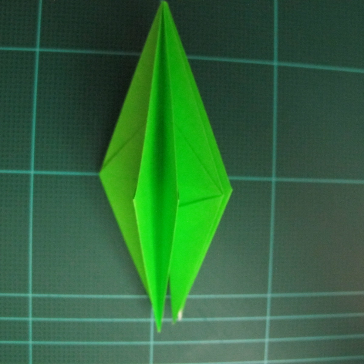 วิธีพับกระดาษเป็นจรวด X-WING สตาร์วอร์ (Origami X-WING) 018