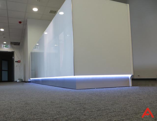 white_linea_reception_desk_07