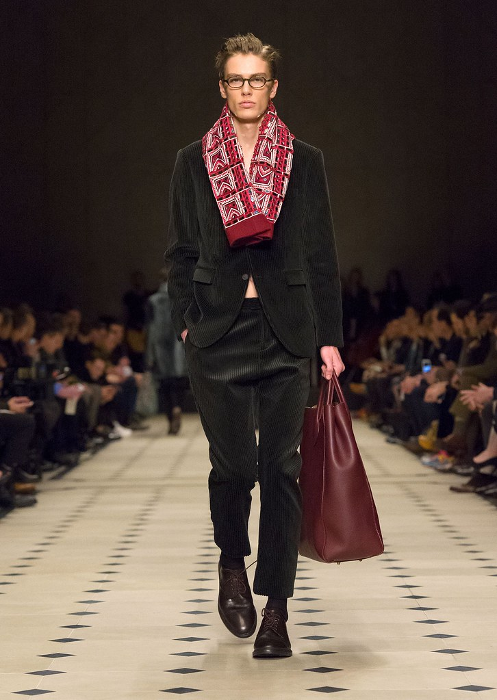 Marc Schulze3042_FW15 London Burberry Prorsum(fashionising.com)