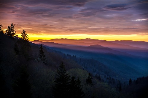 morning pink blue sun mountains clouds sunrise nationalpark rays overlook greatsmokymountains gsmnp sixthday oconaluftee