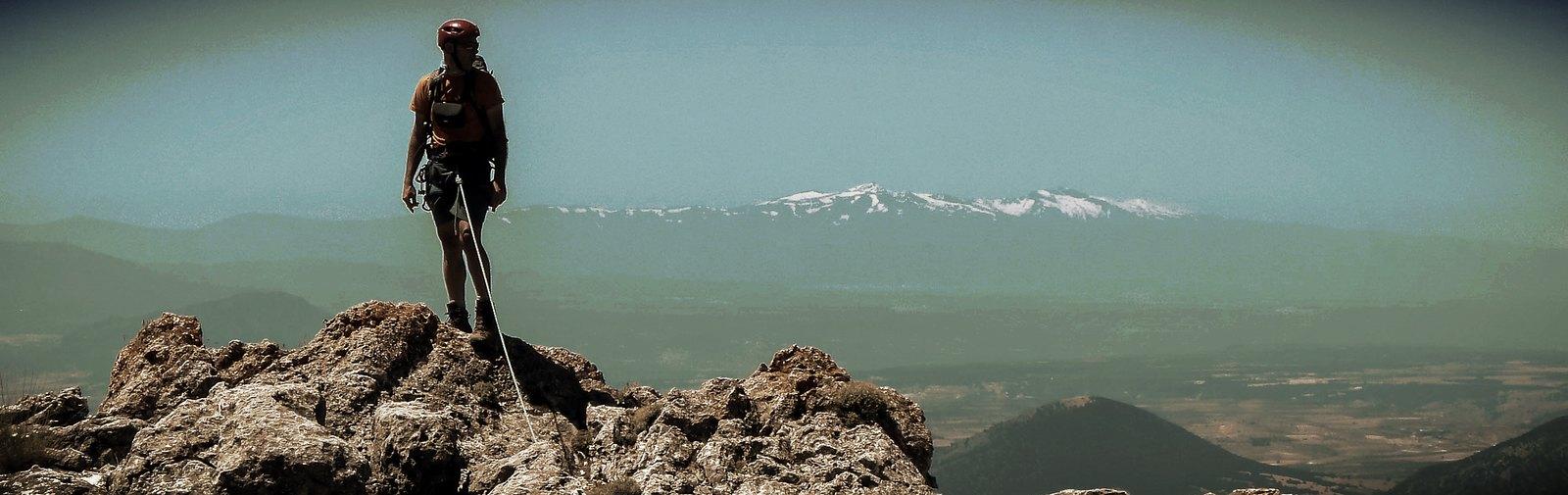 Preciosas vistas de Sierra Nevada desde la Cresta Sur de la Sagra