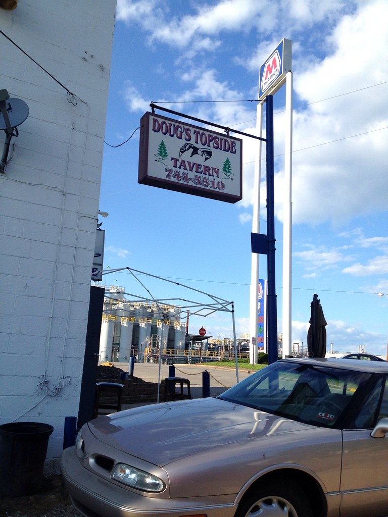 Doug's Topside Tavern