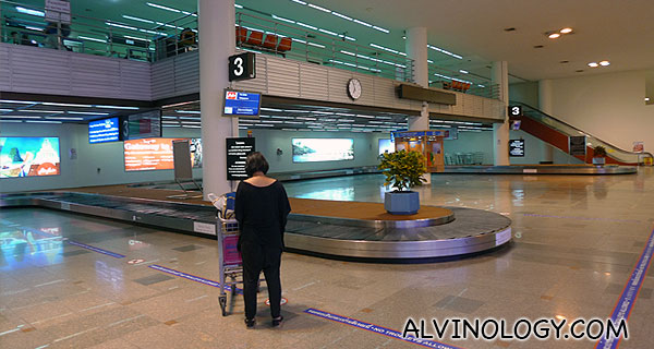 Look at how empty the airport is when we landed at Don Mueang