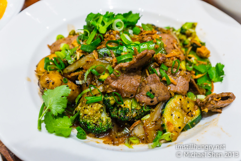 PAD NAM MUN HOI (beef) - Stir fry of seasonal vegetables consisting of broccoli, carrot, onion, pumpkin and mushroom in oyster sauce holy basil
