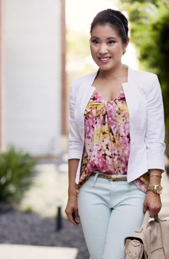 white linen blazer, abstract floral tank, mint jeans, nude pumps
