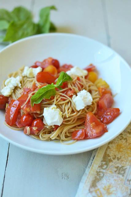 Heirloom Tomato Pomodoro with Whole Wheat Pasta via LittleFerraroKitchen.com