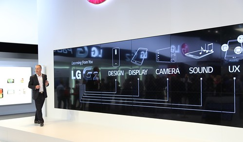 LG G2  + LG Optimus G Pad 8.3 ir LG stendas IFA 2013
