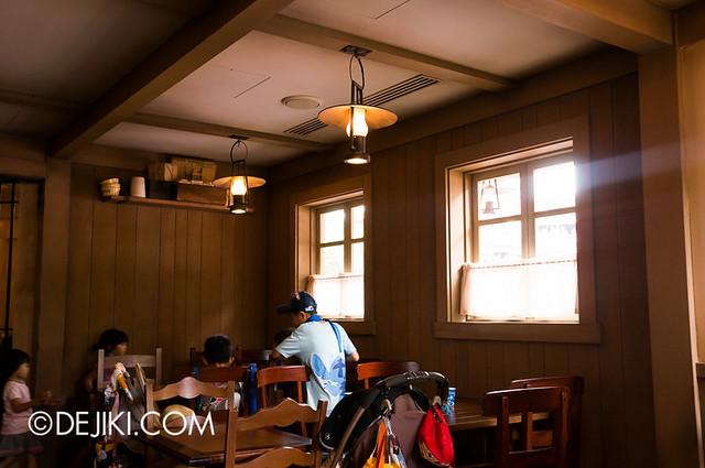 Tokyo Disneyland - Westernland - Hungry Bear Restaurant